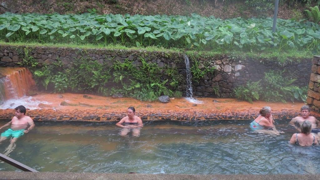 Baden in warmen Quellen Furnas