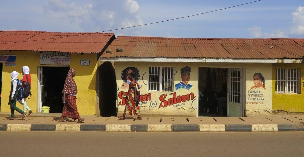 Straßenzug in Naymirambo in Kigali/Ruanda