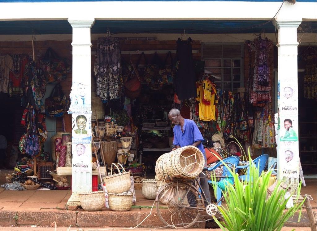Straßenzug in Jinjia in Uganda