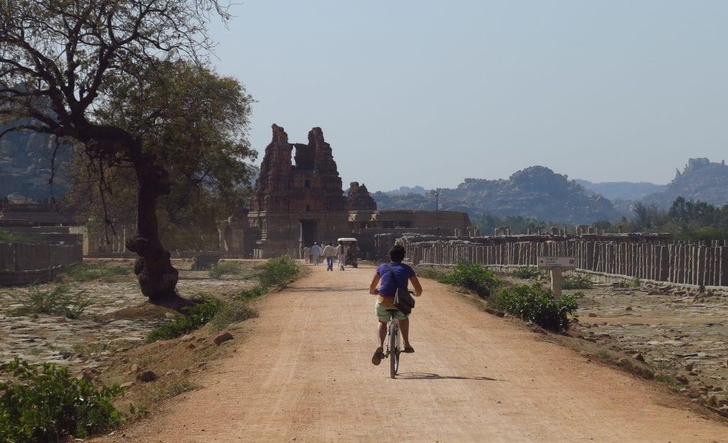 Radtour durch Hampi in Indien