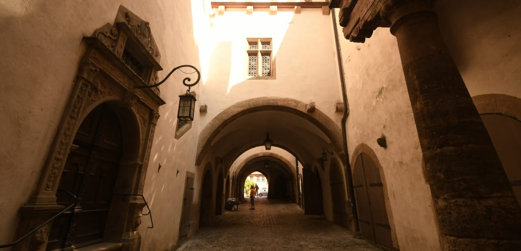 Passage im historischen Zentrum von Rothenburg ob der Tauber