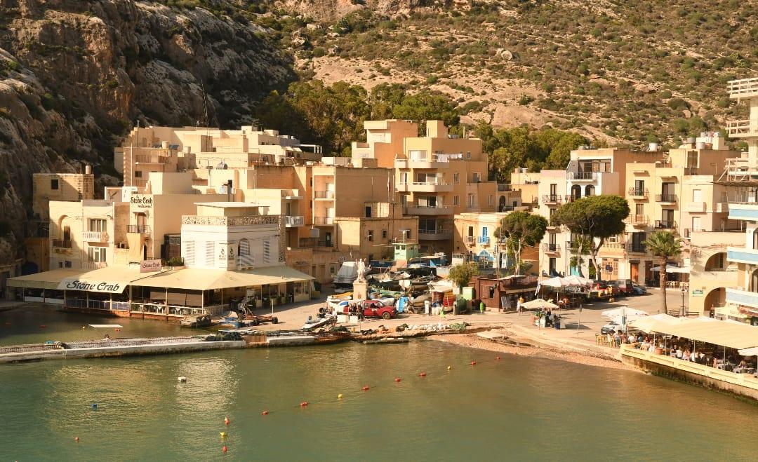 Bucht mit Häusern