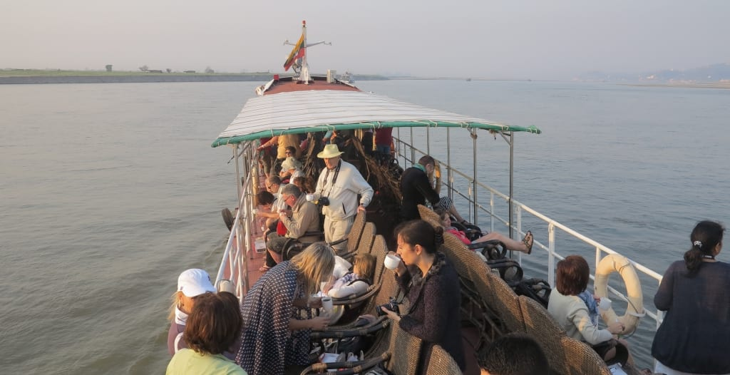 Touristenboot von Mandalay nach Bagan