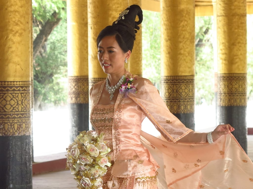 Braut im Königspalast von Mandalay in Myanmar