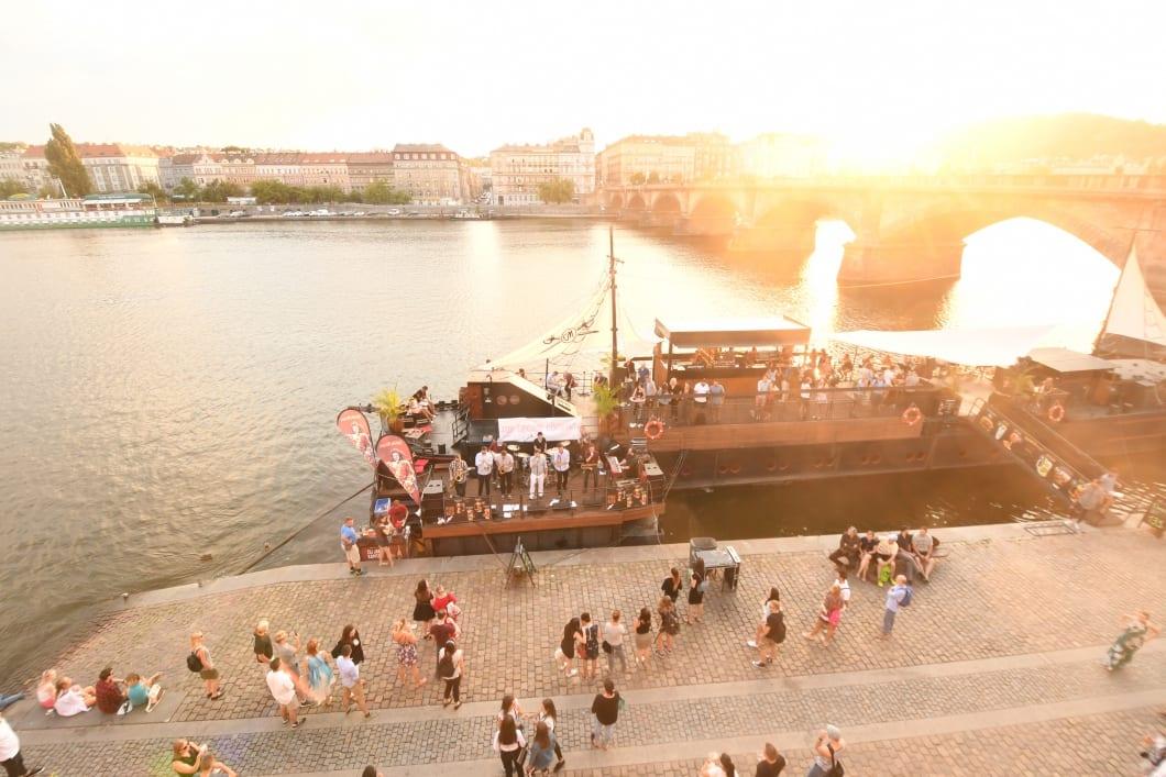 Náplavka Prag