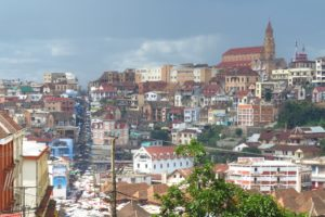 Straßenzug in Antananarivo in Madagaskar