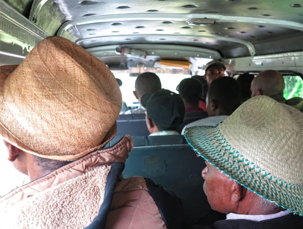 Im Taxi Brousse in Madagaskar