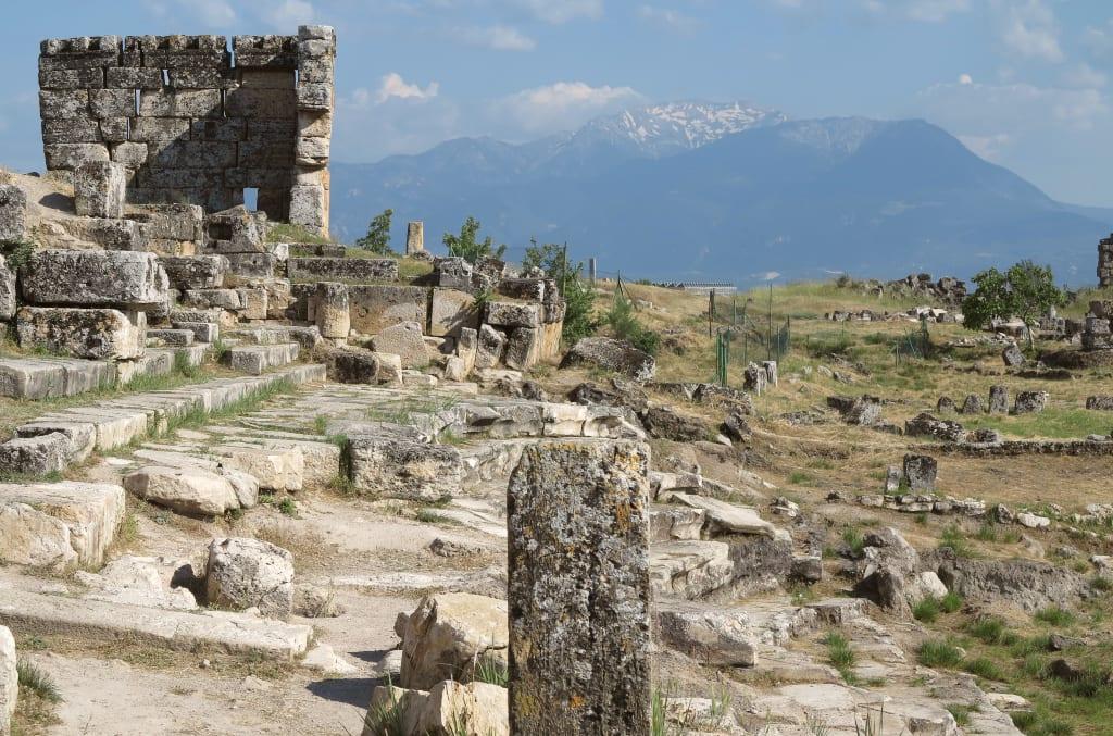 Die Ruinen von Hierapolis bei Pamukkale in der Westtürkei
